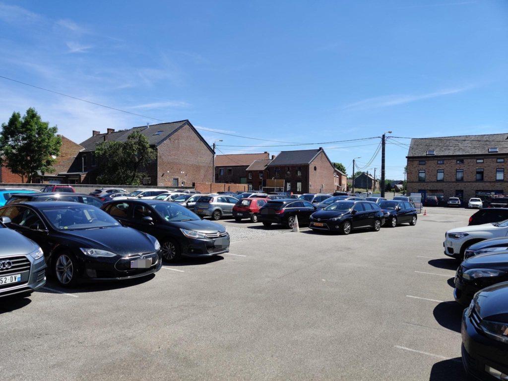 Parking avec navette aéroport Charleroi à Mellet