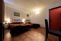 France Ardèche: Vend murs et fond d'un Hôtel Restaurant magnifique bâtisse du 19 ème