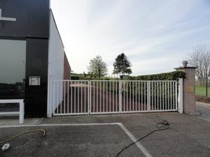 Baanwinkel op grond van 2000m² regio Tienen
