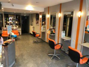 Salon de coiffure réputé à remettre à Wemmel, existant depuis 20 ans et situé sur une chaussée principale et commerçante à Wemmel. Belle clientèle, mixte et fidèle.